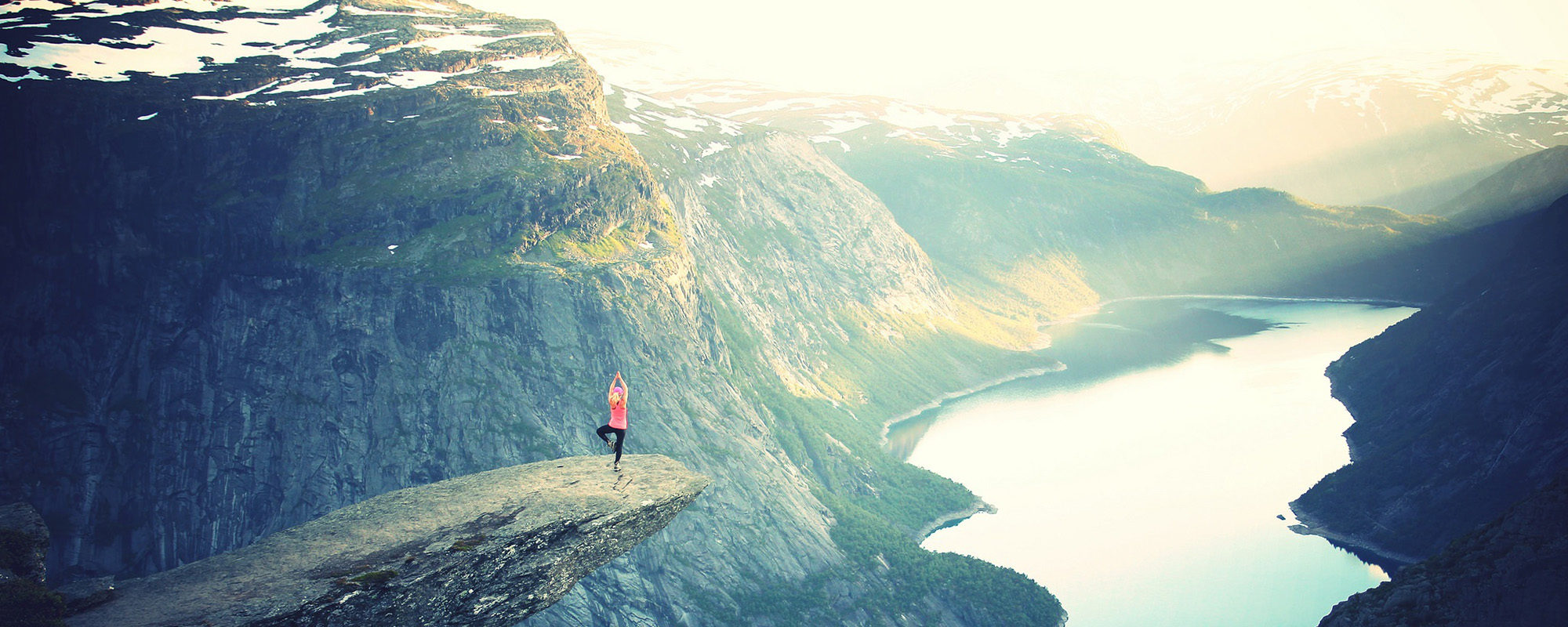 femme yoga montagne